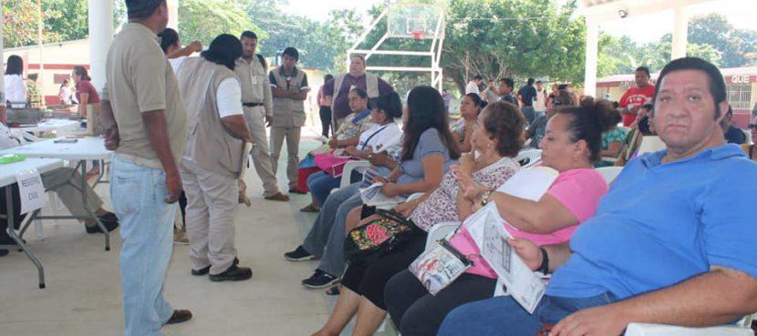 Gobierno Itinerante atiende las necesidades de la colonia El naranjal en Agua Dulce