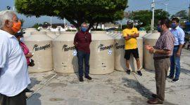 Continúan entregas de tinacos a bajo costo en Agua Dulce
