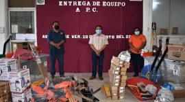 Alcalde Javier Reyes entrega equipamiento a personal de Protección Civil