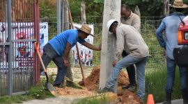Continúan trabajos de ampliación de red eléctrica en Agua Dulce