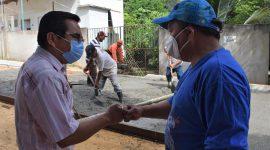 Gobierno Municipal continúa pavimentado vialidades en Agua Dulce