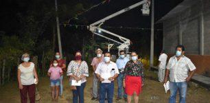 Gobierno de Agua Dulce beneficia a cientos de familias con obras de electrificación